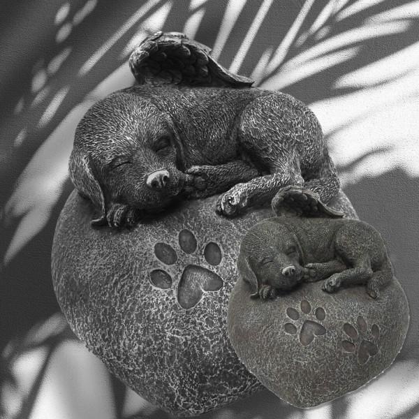Tierurne Hundeurne Hund auf Stein in Herzform