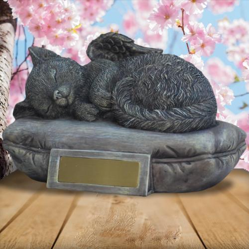 Katzenurne Tierurne mit Gravur Katze auf Kissen